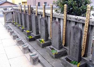 Temple de Sengakuji à Tokyo, tombes des 47 rônins. Crédit : jpellgen via Flickr (cc)