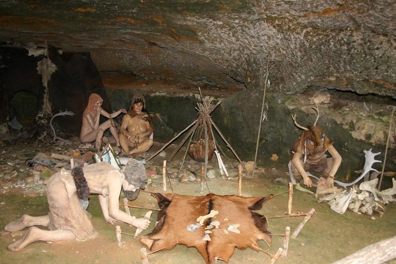 Grotte du roc de la Cazelle, reconstitution