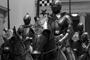 Galerie des armures. Metropolitan Museum of Art, New York. Crédit : N. Vollmer via Flickr (cc)