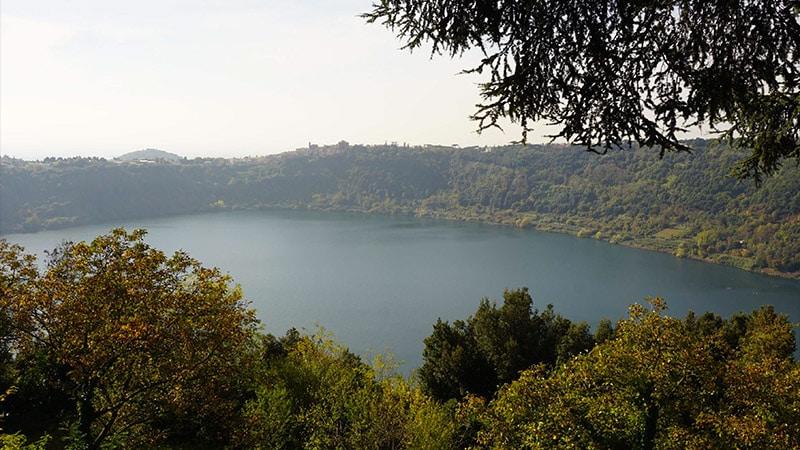 Le lac de Nemi et le sanctuaire de Diane