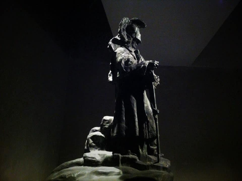 Ses dieux, ses allégories trouvent leurs échos dans les cavernes de nos entrailles...