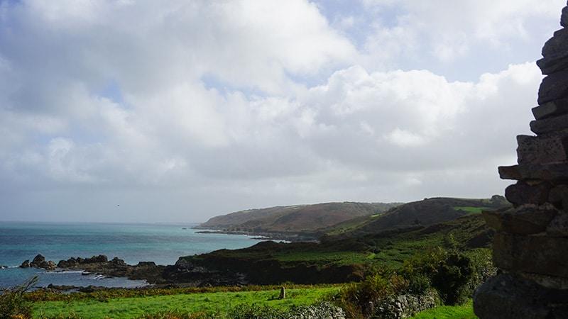 Bocage et falaises : la belle lumière du Cotentin