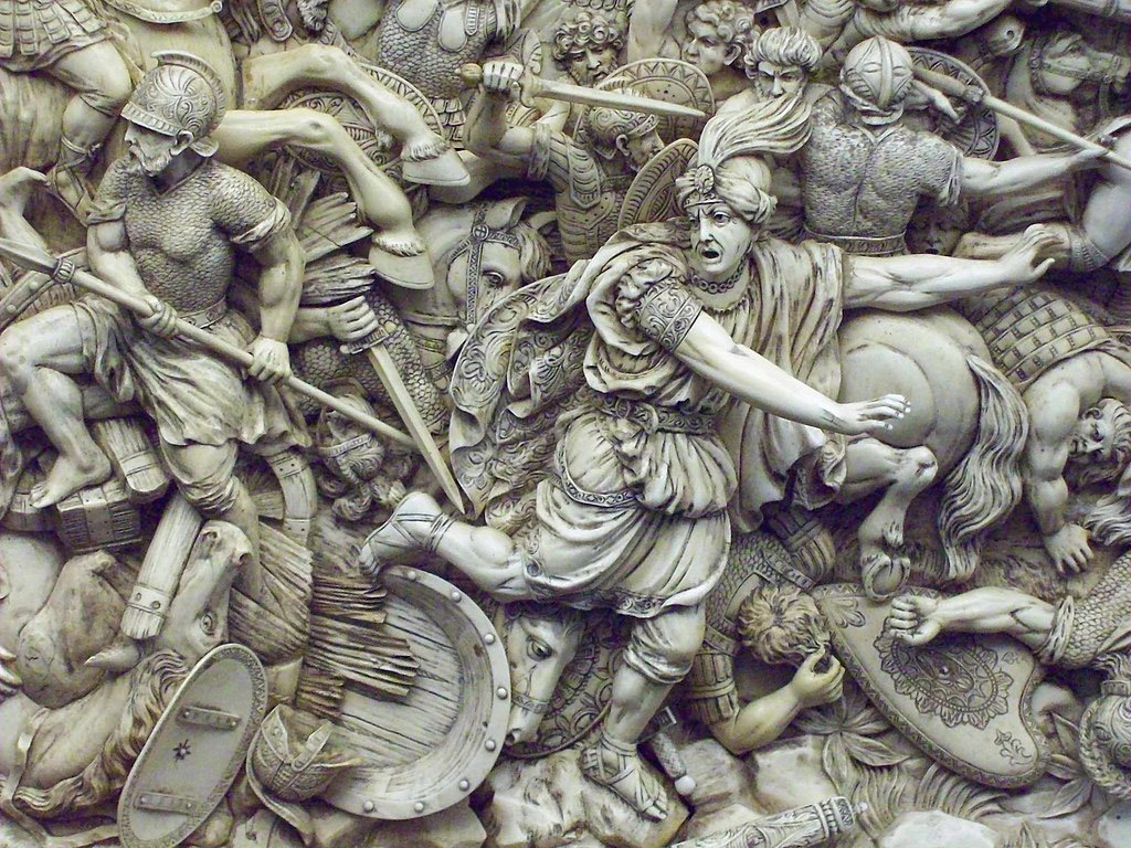 Darius ne doit en effet sa sauvegarde qu'à la situation critique des troupes grecques dont la situation, au centre, nécessite qu'Alexandre revienne desserrer l'étau dans lequel son infanterie s'est retrouvée. Cette survie ne sera toutefois que de courte durée puisque Darius mourra assassiné dix mois plus tard.