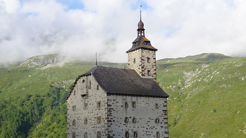 La traversée du col du Simplon par un sentier muletier historique