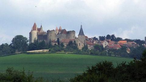 La montagne bourguignonne : sur les pas d'Henri Vincenot, de la Vouivre et de la Gazette